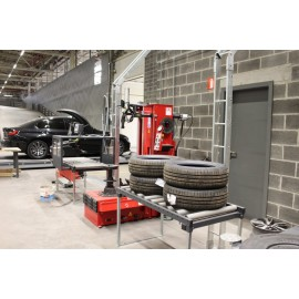 bandenmontagelijn bij CAR 4 FLEETS chaîne de montage pneus